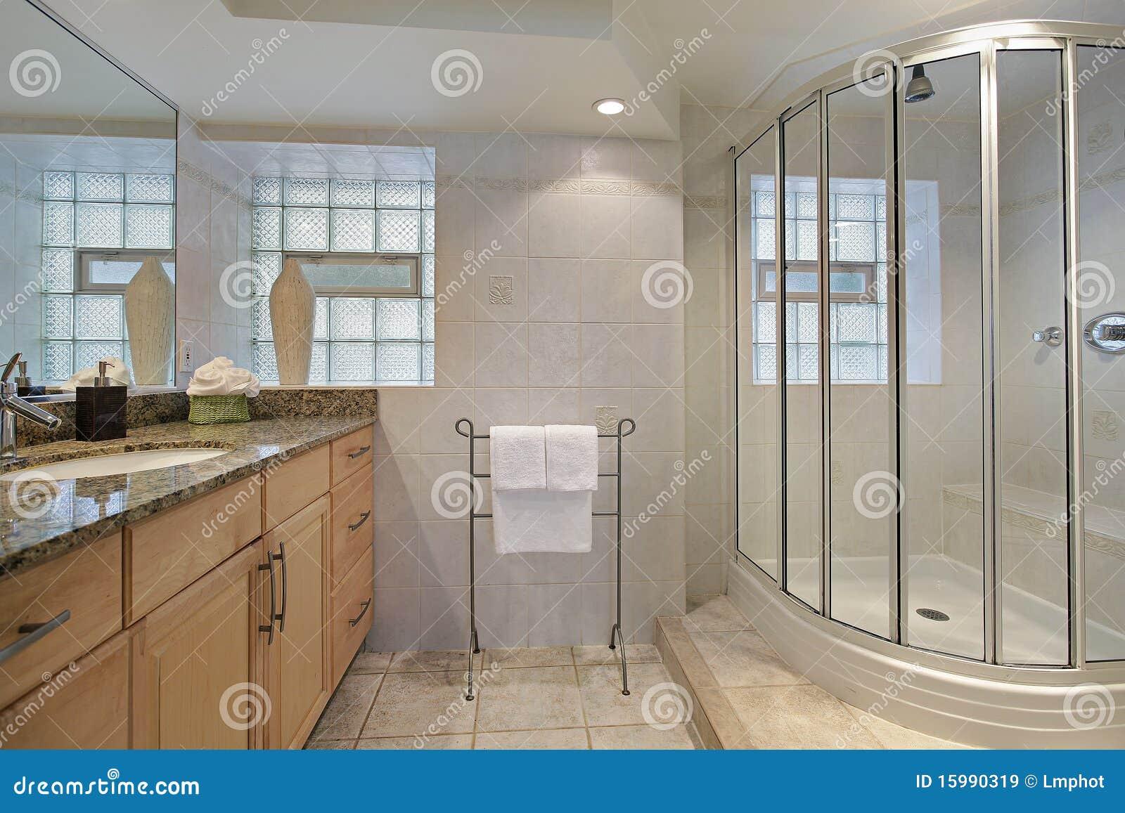 Cuarto de ba o con la ducha de cristal im genes de archivo - Cuarto de bano con ducha ...