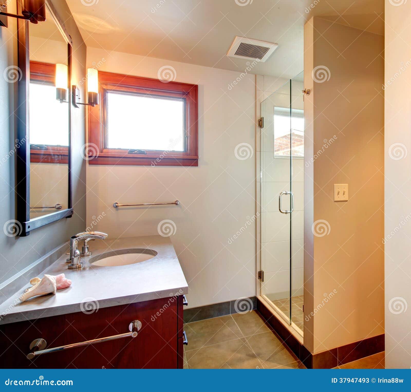 Cuarto de ba o con la ducha de cristal de la puerta fotos - Cuarto de bano con ducha ...