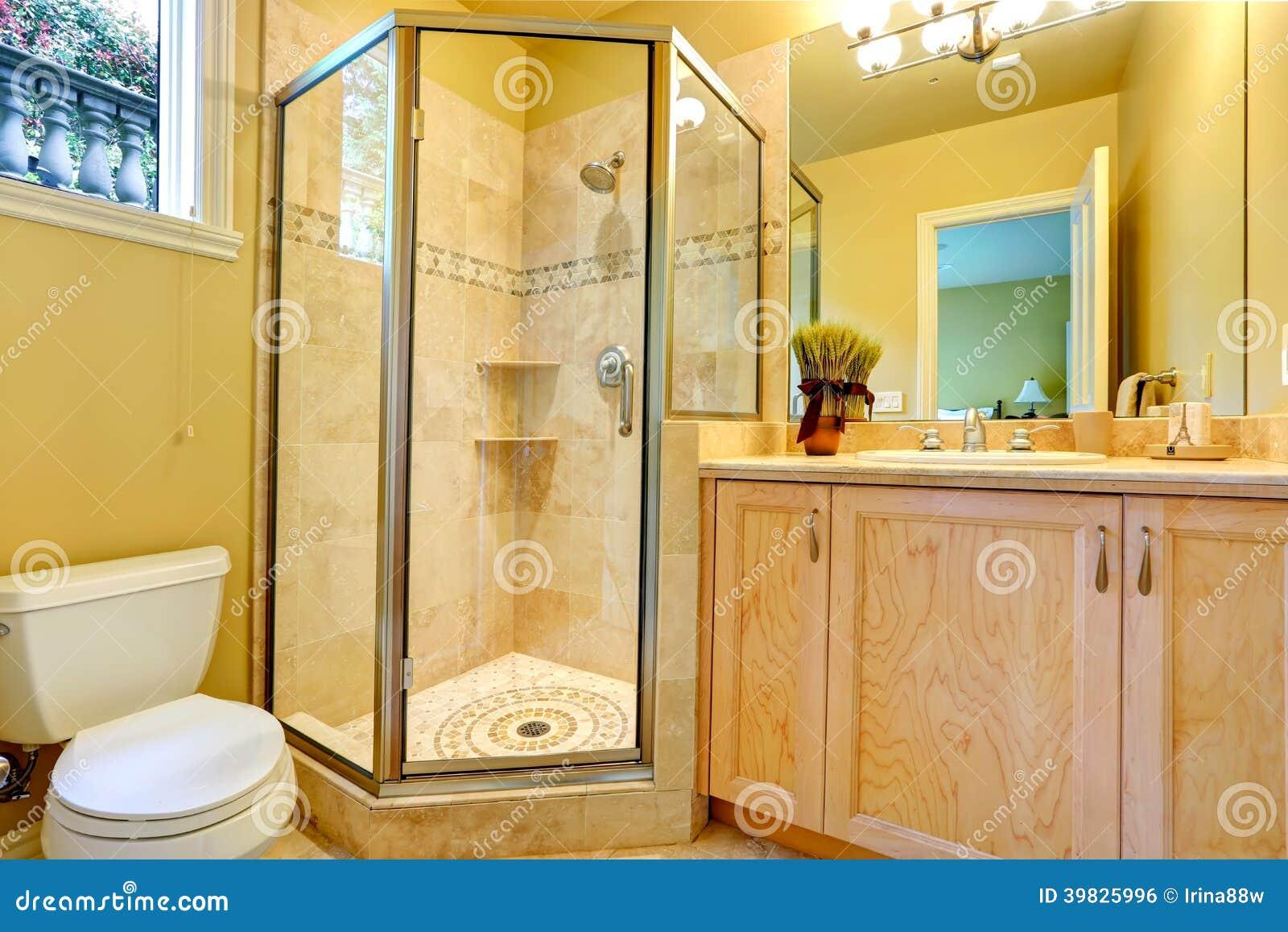 Cuarto de ba o con la ducha de cristal de la puerta foto - Cuartos de bano con ducha fotos ...