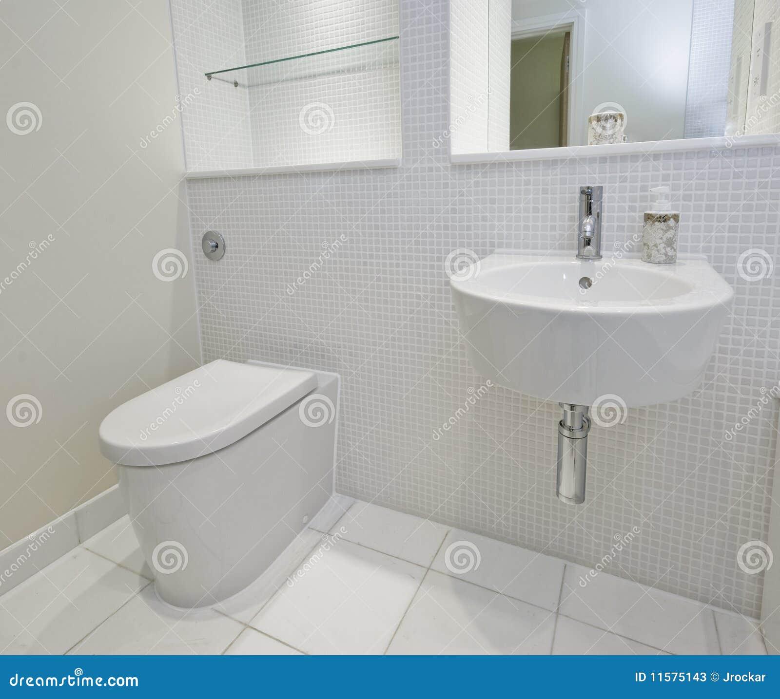 Cuarto De Baño Con Los Azulejos De Mosaico Imagen de archivo