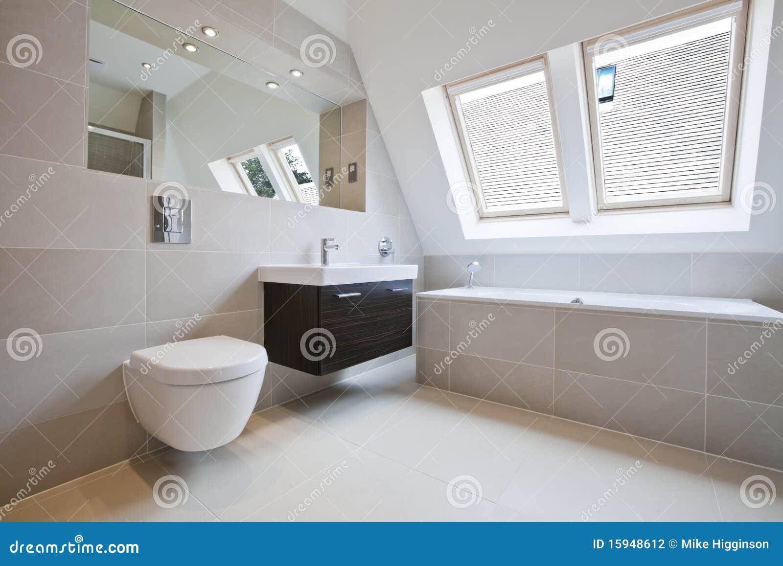 Baño De Lujo Moderno:Cuarto De Baño De Lujo Moderno Fotografía de archivo – Imagen