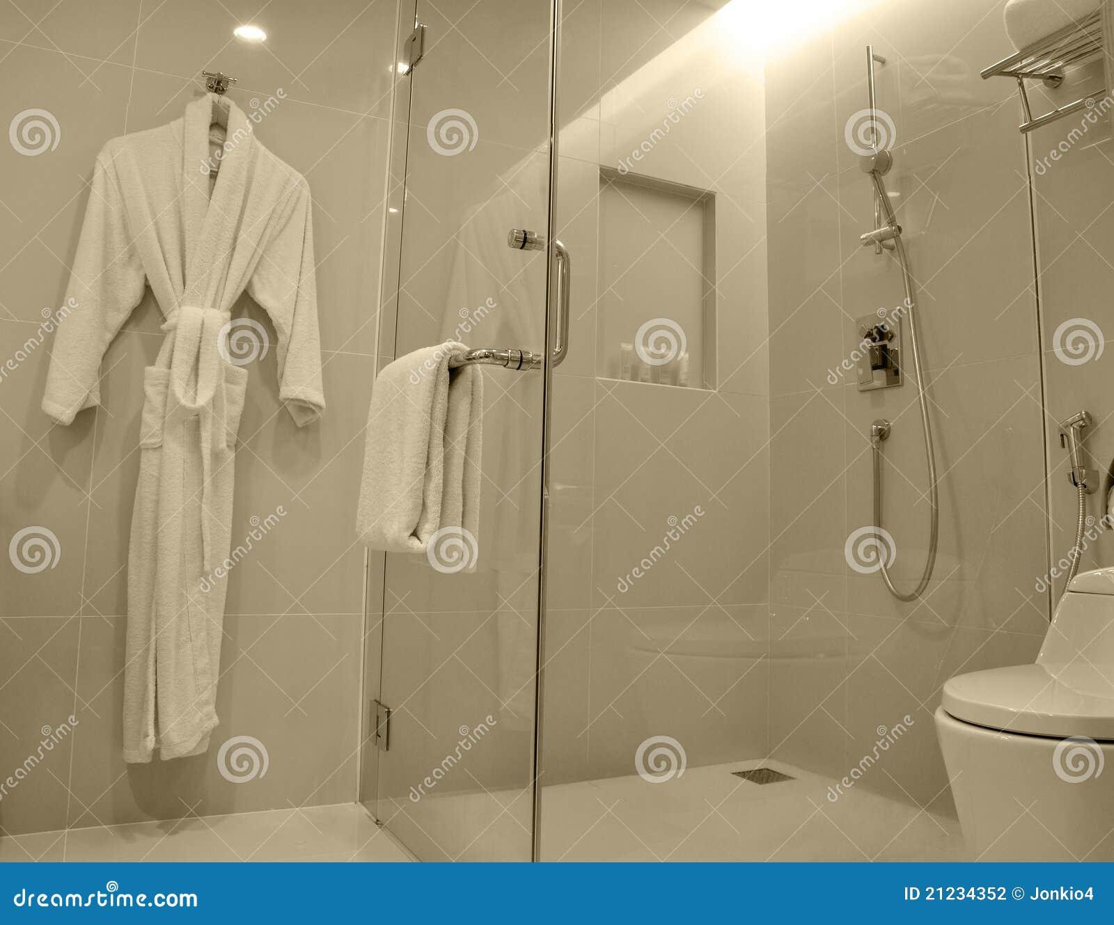 Baños Modernos De Lujo:moderno del cuarto de baño del hotel de lujo, con el cubículo de