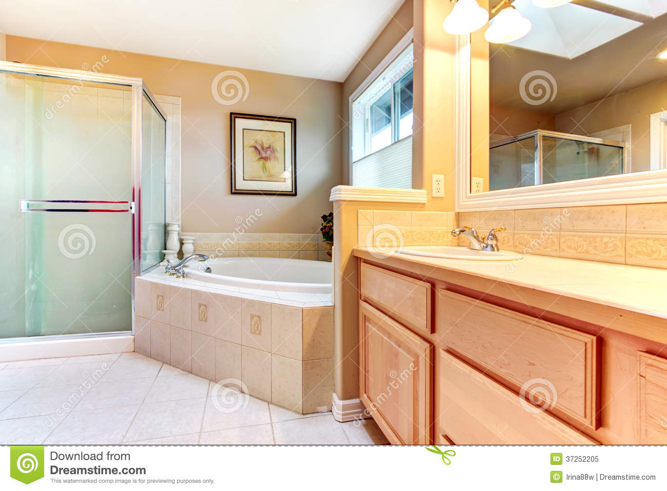 Gabinetes De Baño Pr:Wood Floor in Bathroom with Beige Cabinets