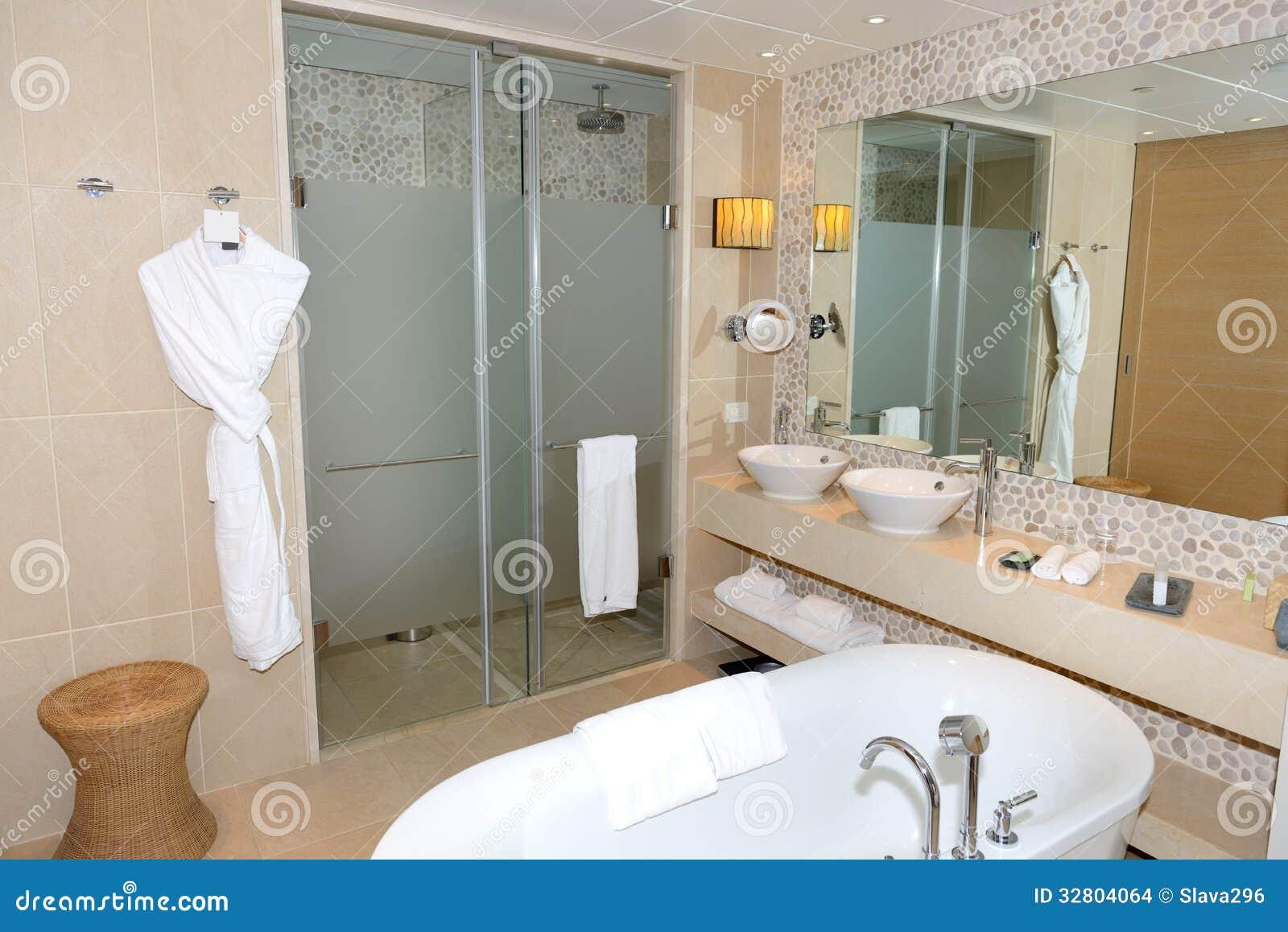 Cuarto de ba o en el hotel de lujo moderno imagenes de - Cuarto bano moderno ...