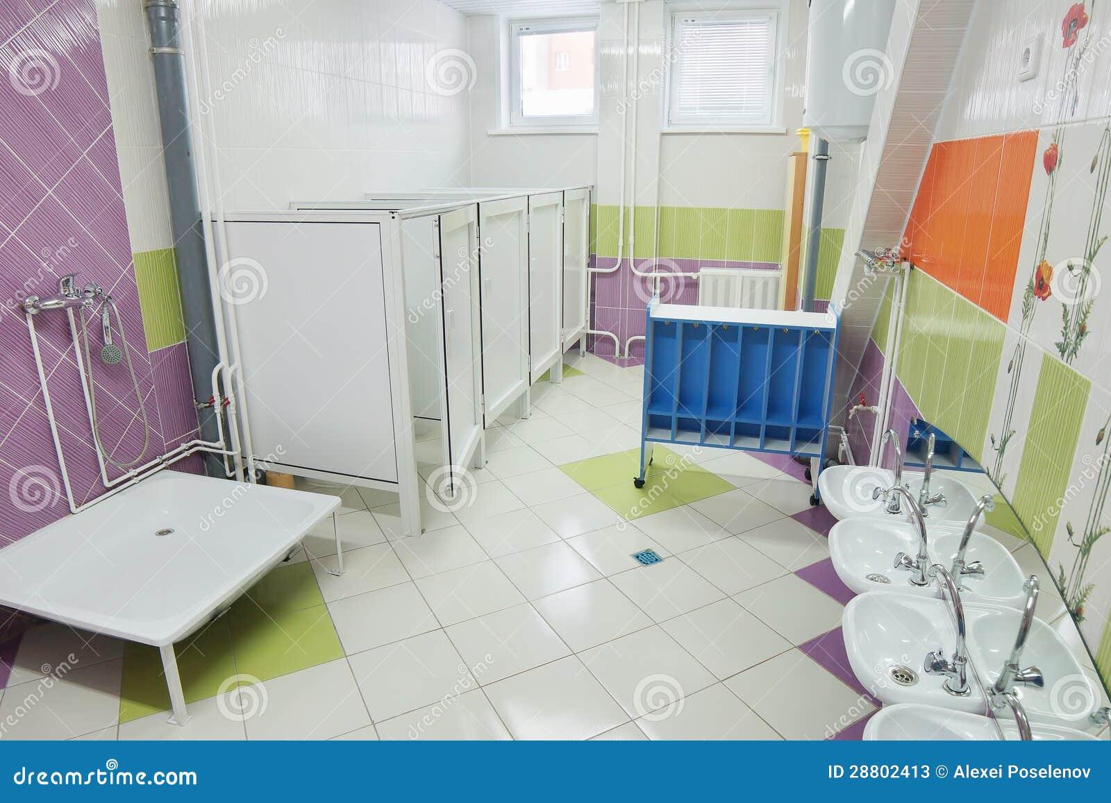 cuarto de ba o en un preescolar fotos de archivo imagen 28802413. Black Bedroom Furniture Sets. Home Design Ideas