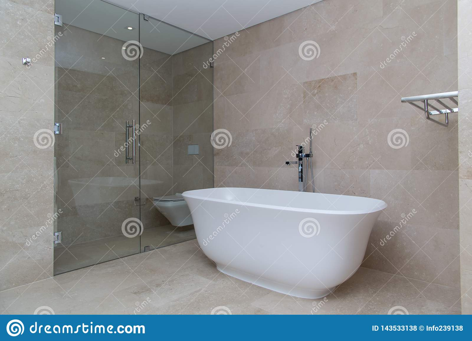 Cuarto de baño de lujo moderno beige