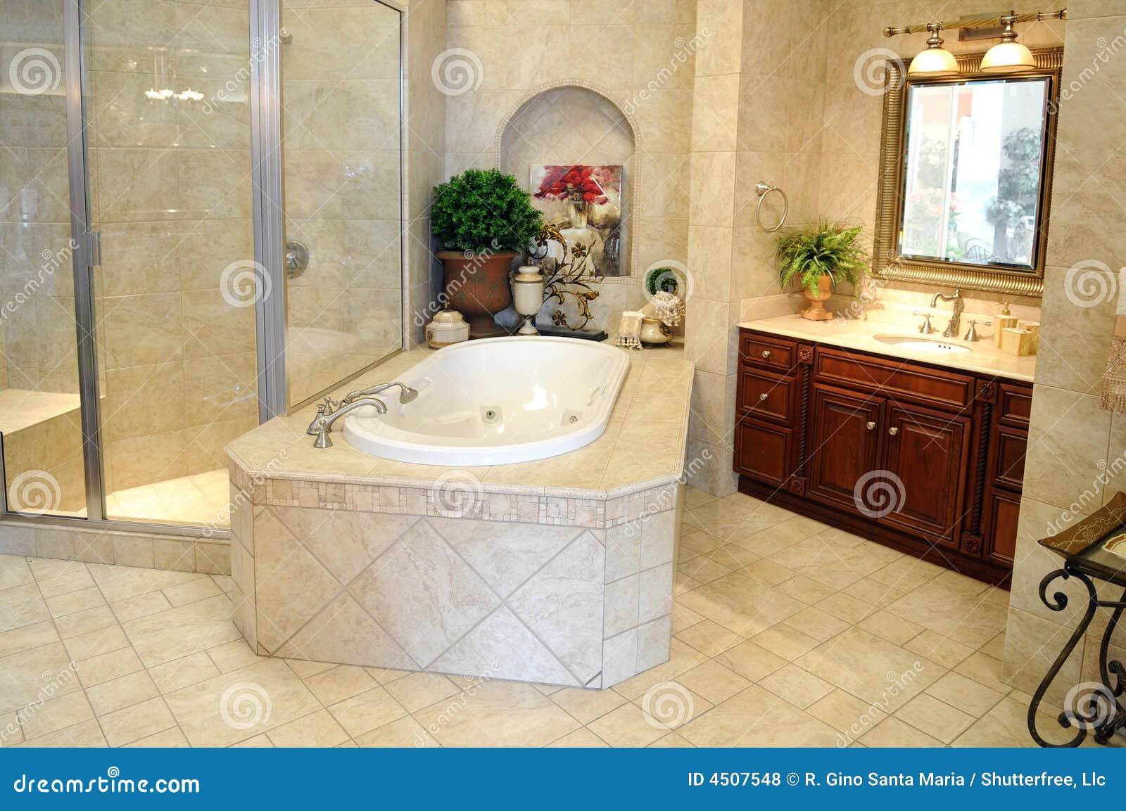 Cuarto De Baño Moderno Fotos:Cuarto de baño embaldosado moderno con la parada de ducha de cristal