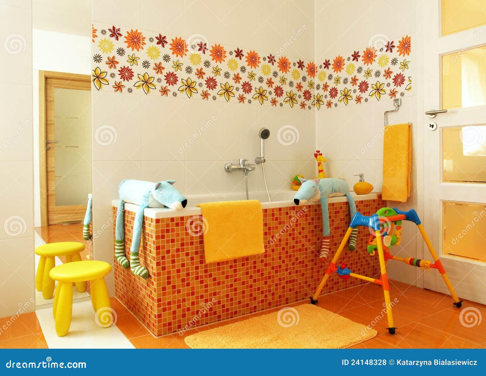 Cuarto De Baño Moderno Colorido Para Los Niños Foto de archivo ...