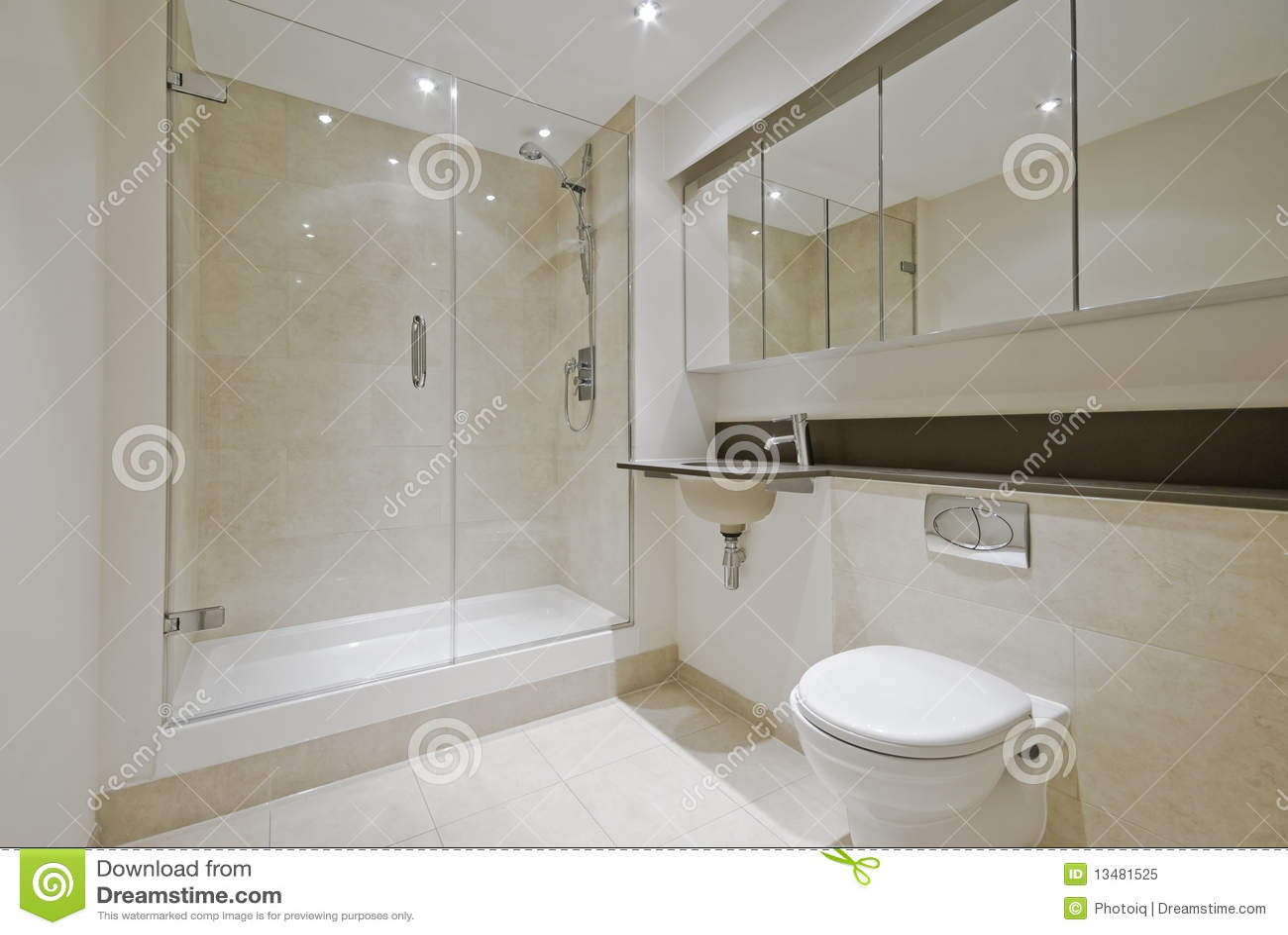 Baños Modernos De Marmol:Cuarto De Baño Moderno De La En-habitación Foto de archivo libre de