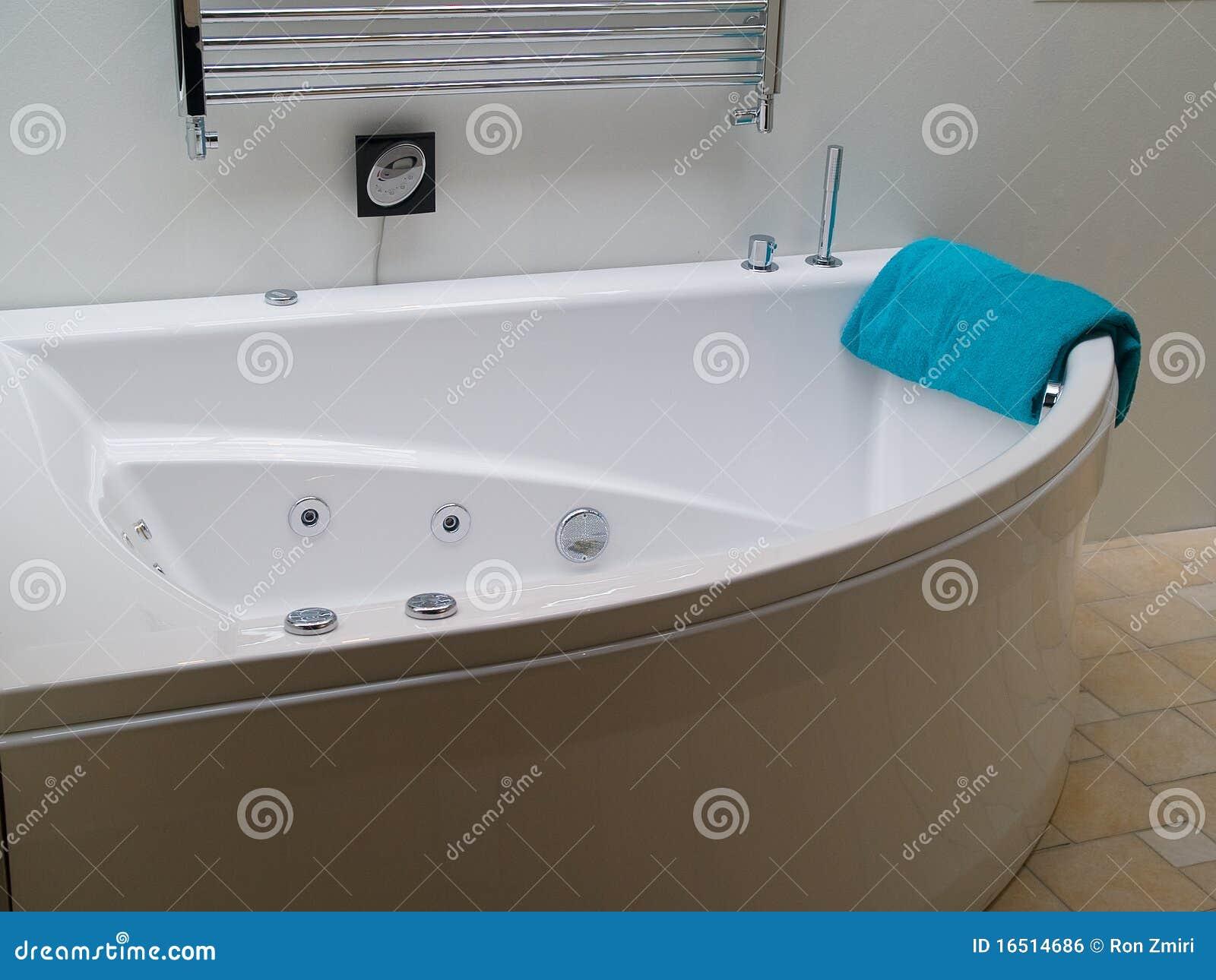 Baños Con Jacuzzi Modernos: moda moderno todo el cuarto de baño blanco del Jacuzzi de la bañera