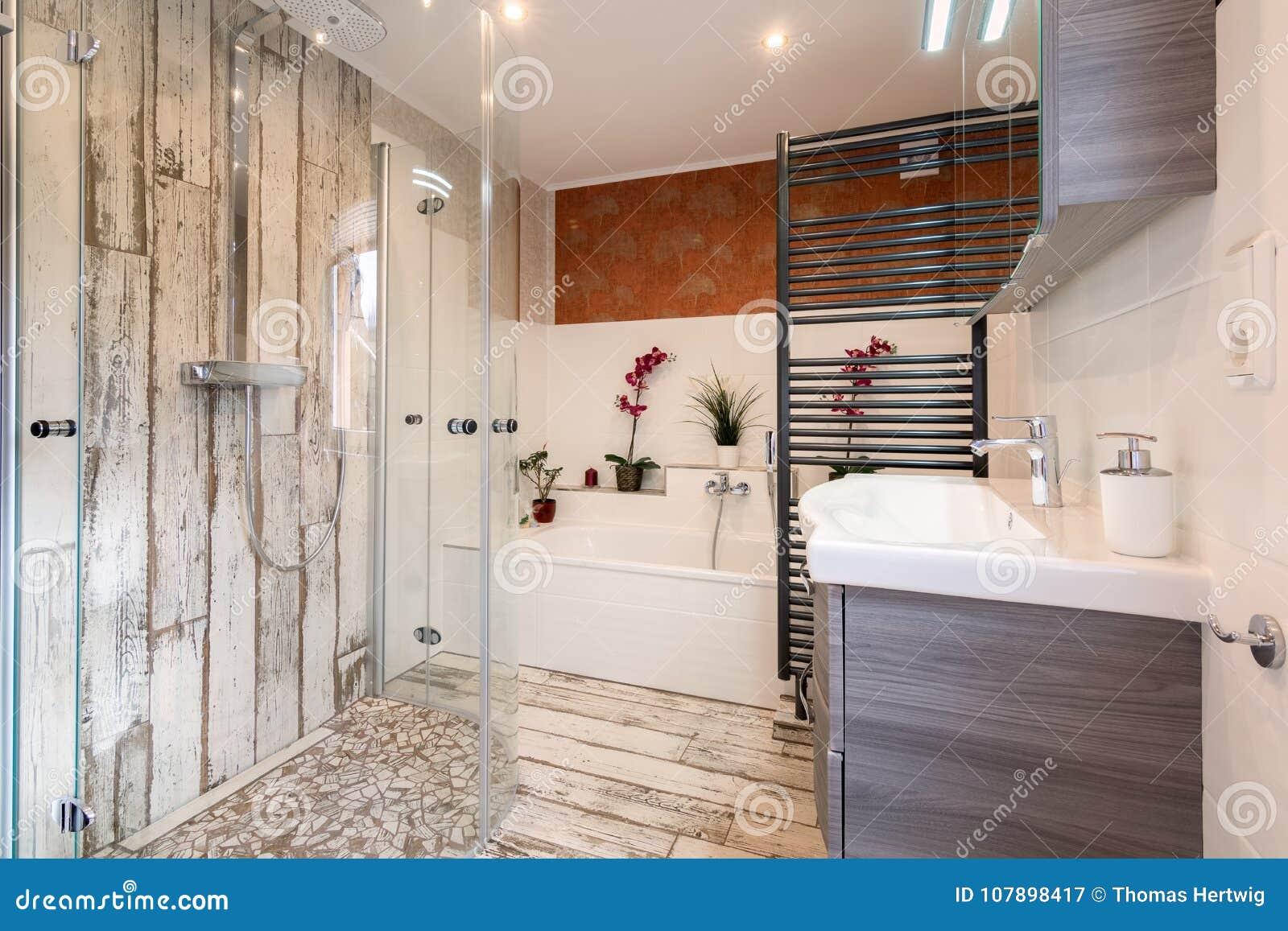 Cuarto De Baño Moderno En Estilo Del Vintage Imagen de ...
