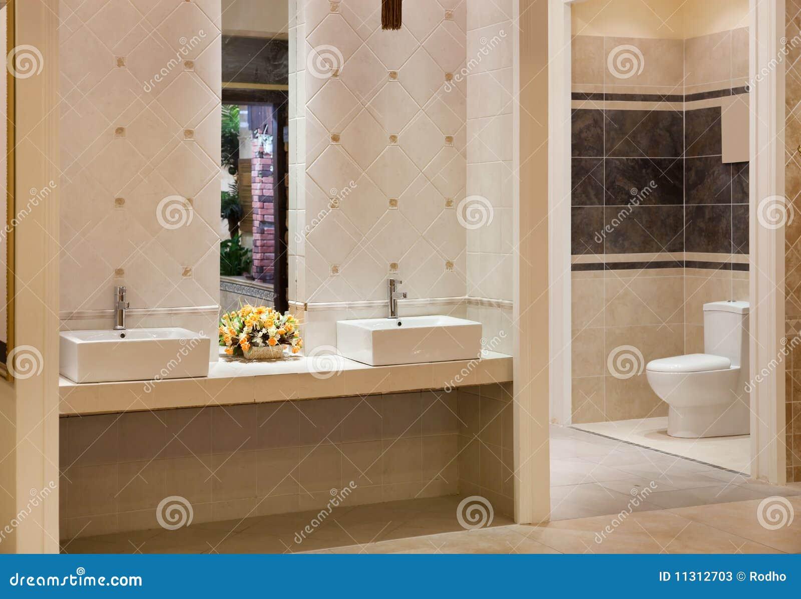 Cuarto De Baño Moderno Fotos:Cuarto De Baño Moderno Lujoso Fotos de archivo – Imagen: 11312703