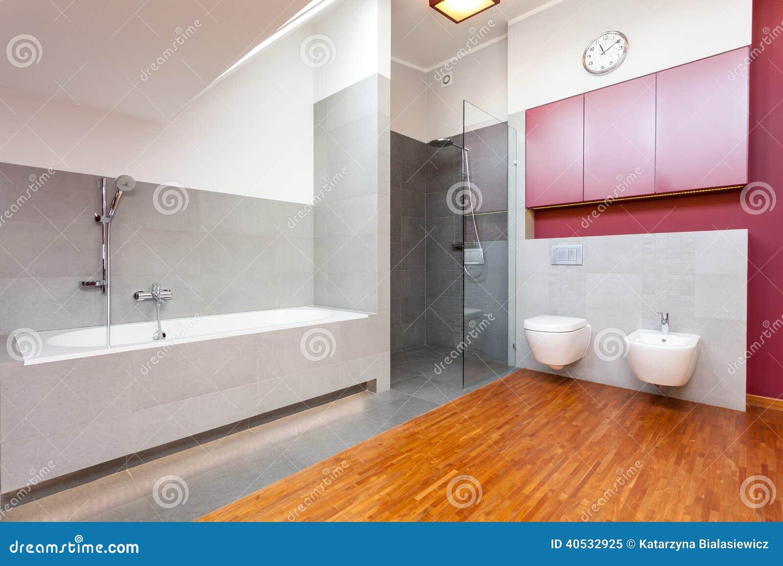 Cuarto de ba o moderno rojo y gris - Cuarto bano moderno ...