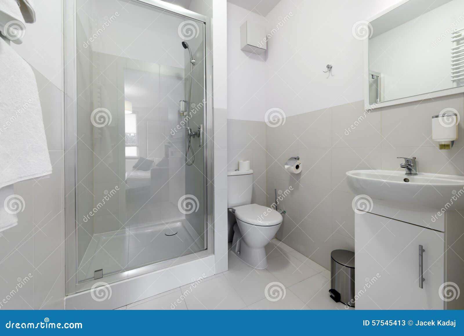 Cuarto De Baño Pequeño Y Compacto Imagen de archivo - Imagen de ...