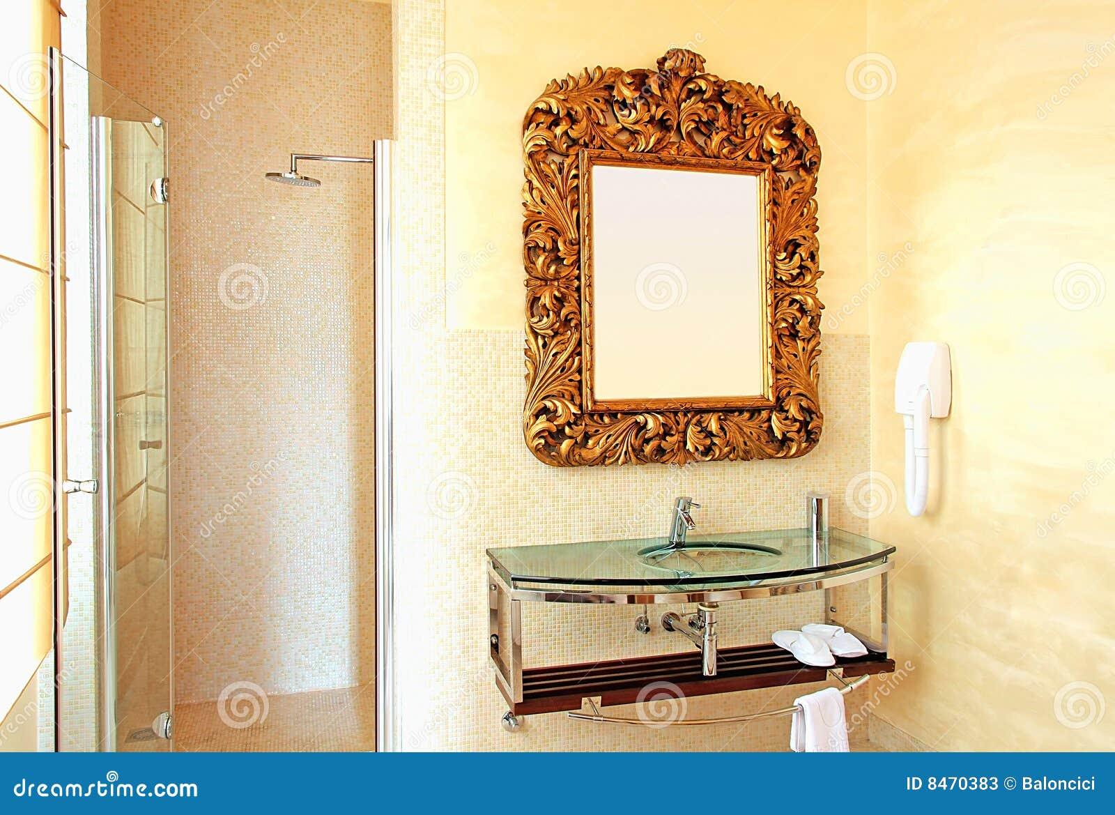 Cuarto de baño rústico imagen de archivo. Imagen de ducha ...