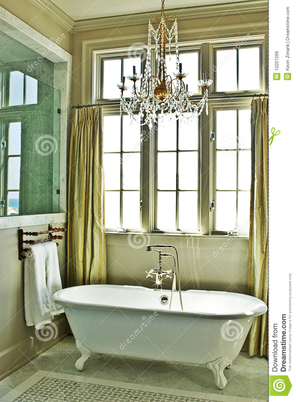 Baños Elegantes Con Tina:Elegant Bathroom with Clawfoot Tub