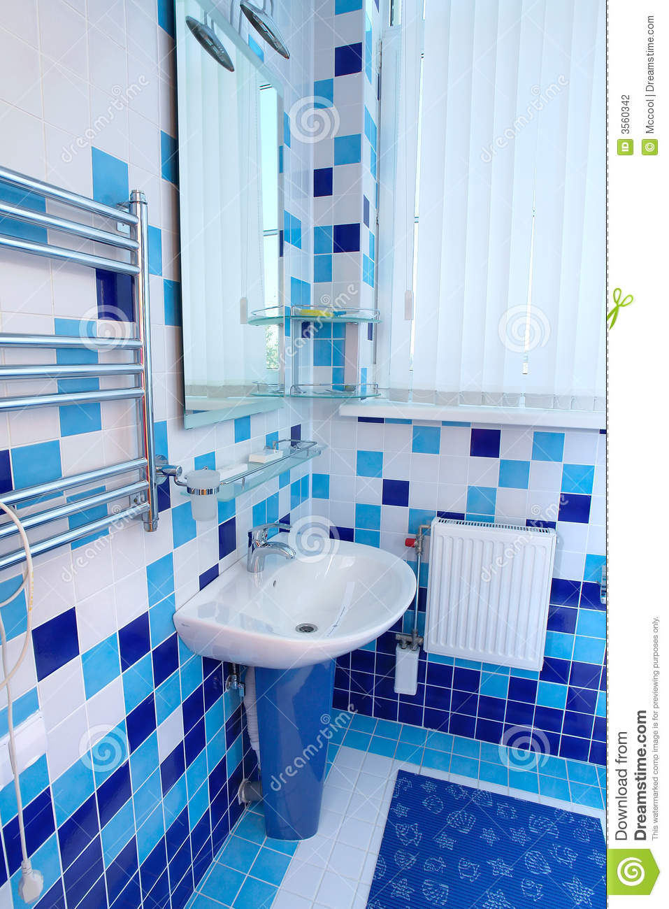 Baño Blanco Con Azul:White and Blue Bathroom