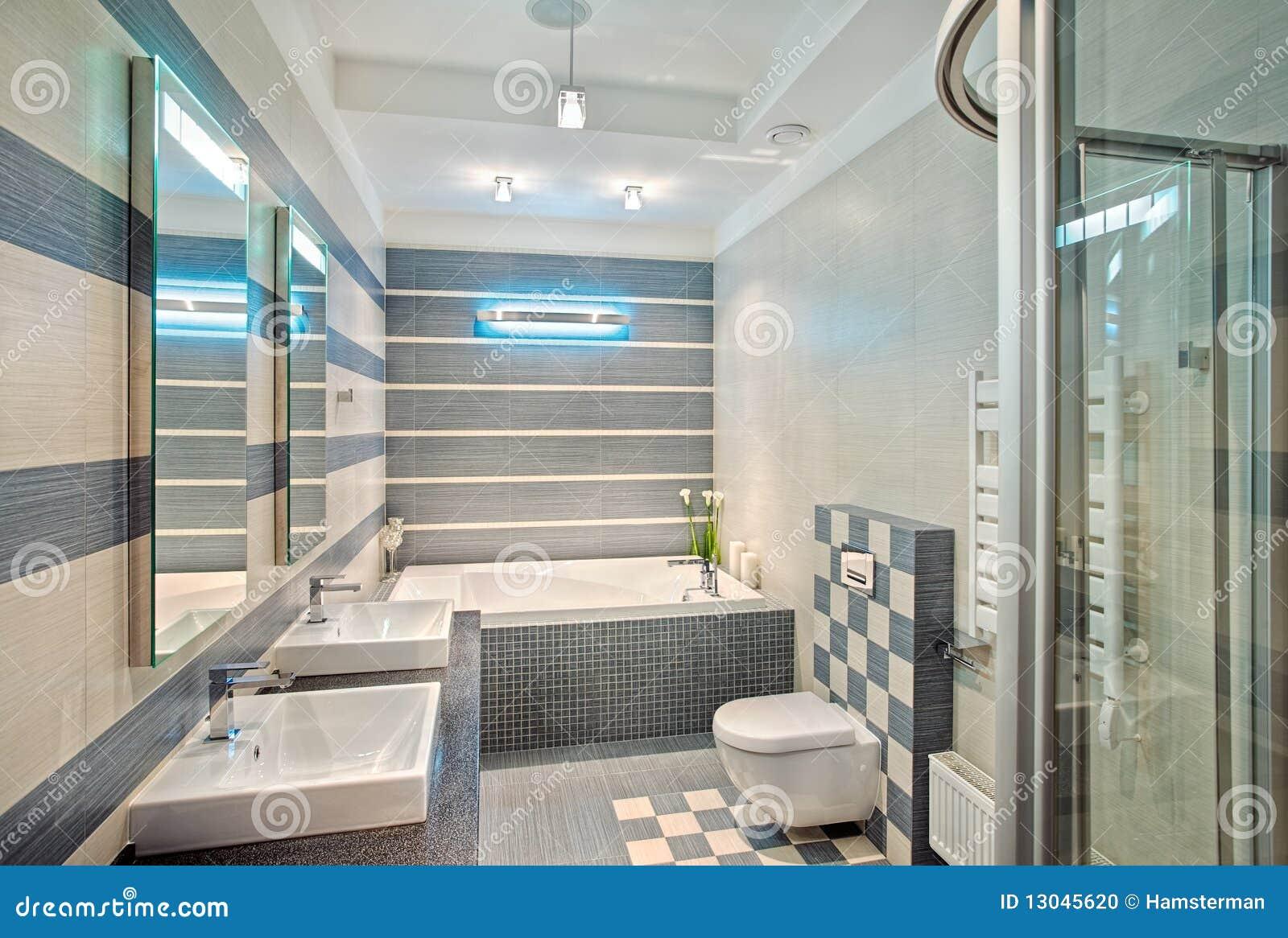 Baños Modernos Azules:Cuarto de baño moderno en tonos azules y grises con el mosaico en la