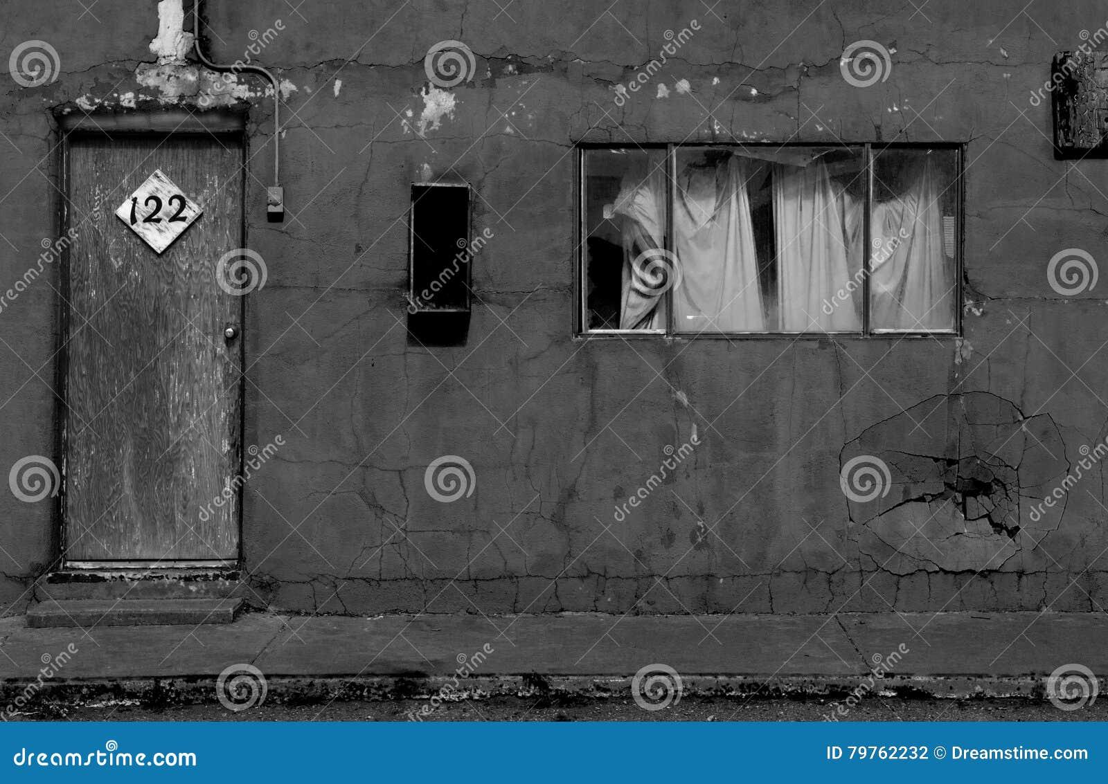 Cuarto de motel decrépito exterior en New México