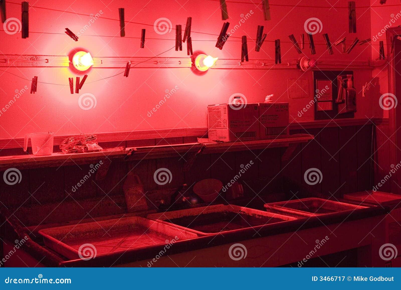 Cuarto oscuro imagen de archivo. Imagen de darkroom, luces ...