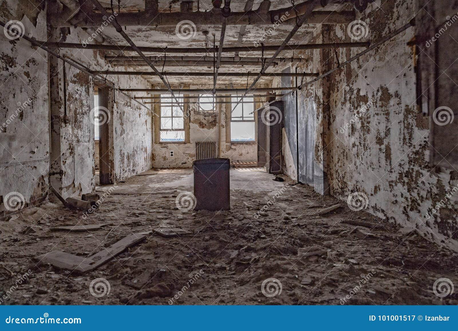 Cuartos abandonados del interior del hospital psiqui trico for La isla interior torrent