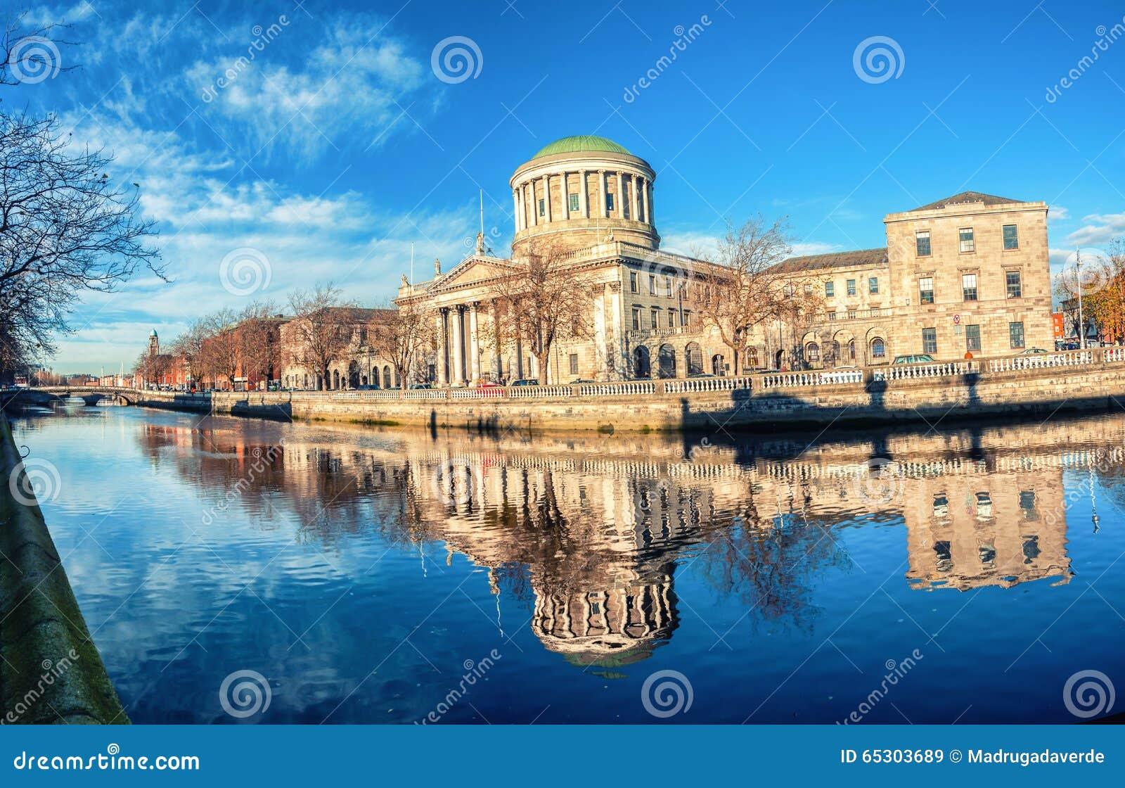 Cuatro cortes que construyen en Dublín, Irlanda
