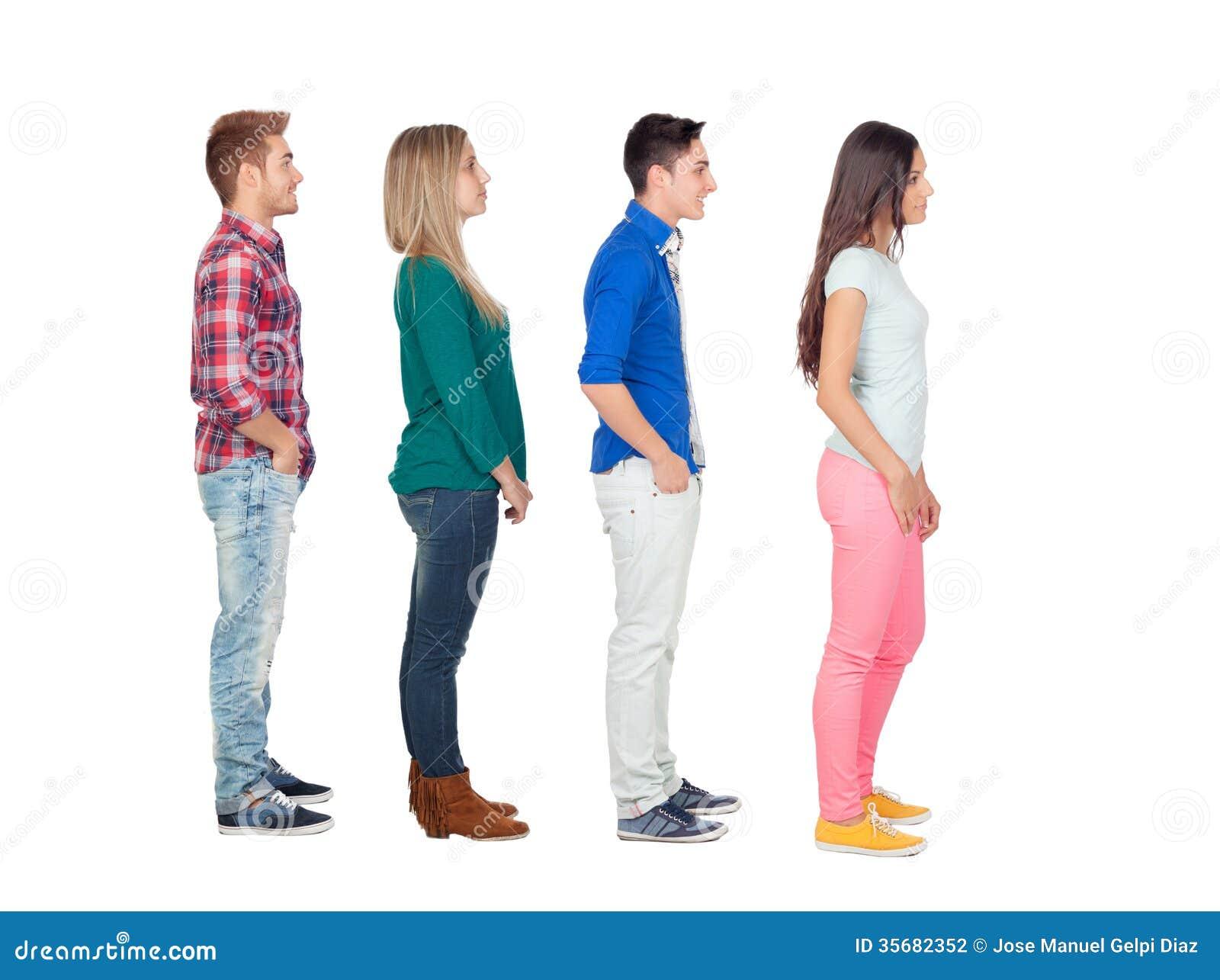 Cuatro grupos de personas casuales en fila fotograf a de for Hotel para cuatro personas