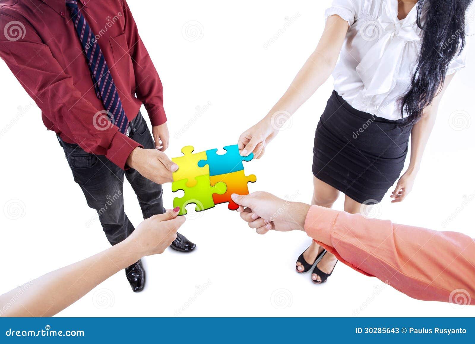 Rompecabezas de la formación de equipo del negocio