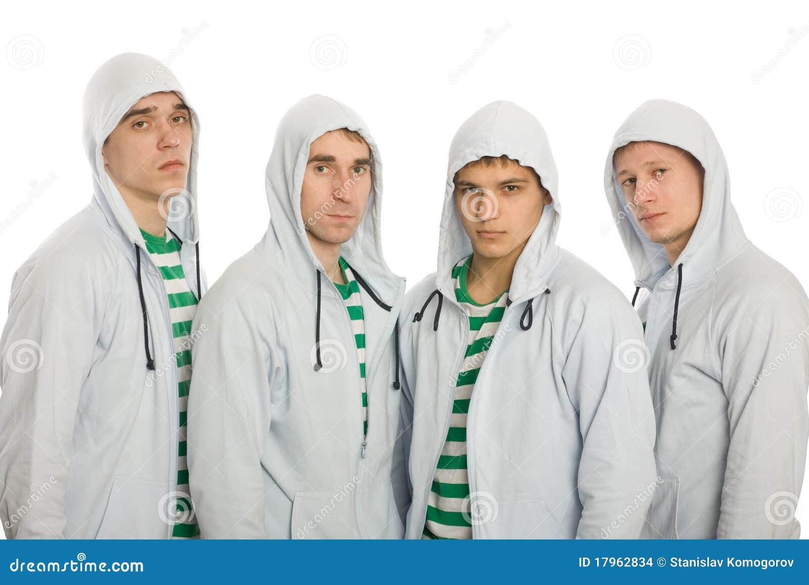 Cuatro individuos jovenes