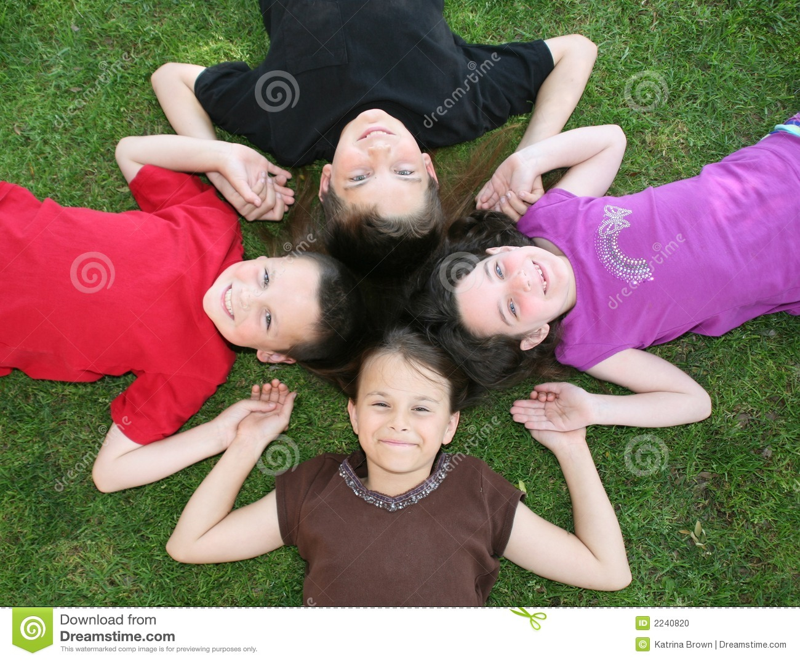 Cuatro niños felices
