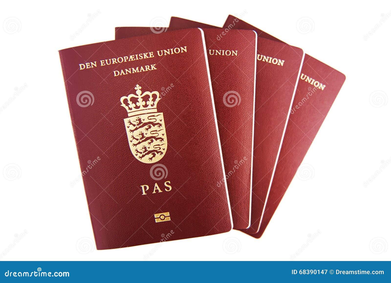 Cuatro pasaportes daneses