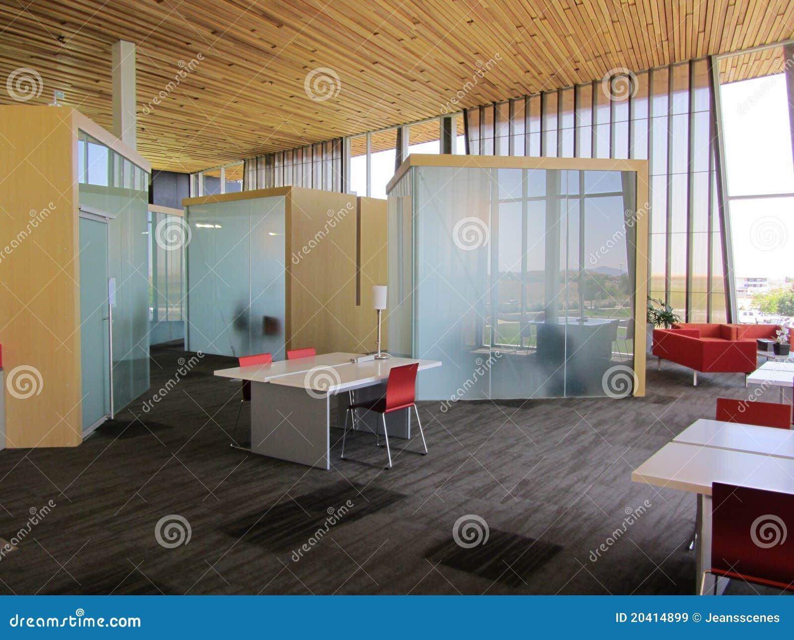 Cub culos de la oficina en vidrio imagen de archivo for Cubiculos de oficina