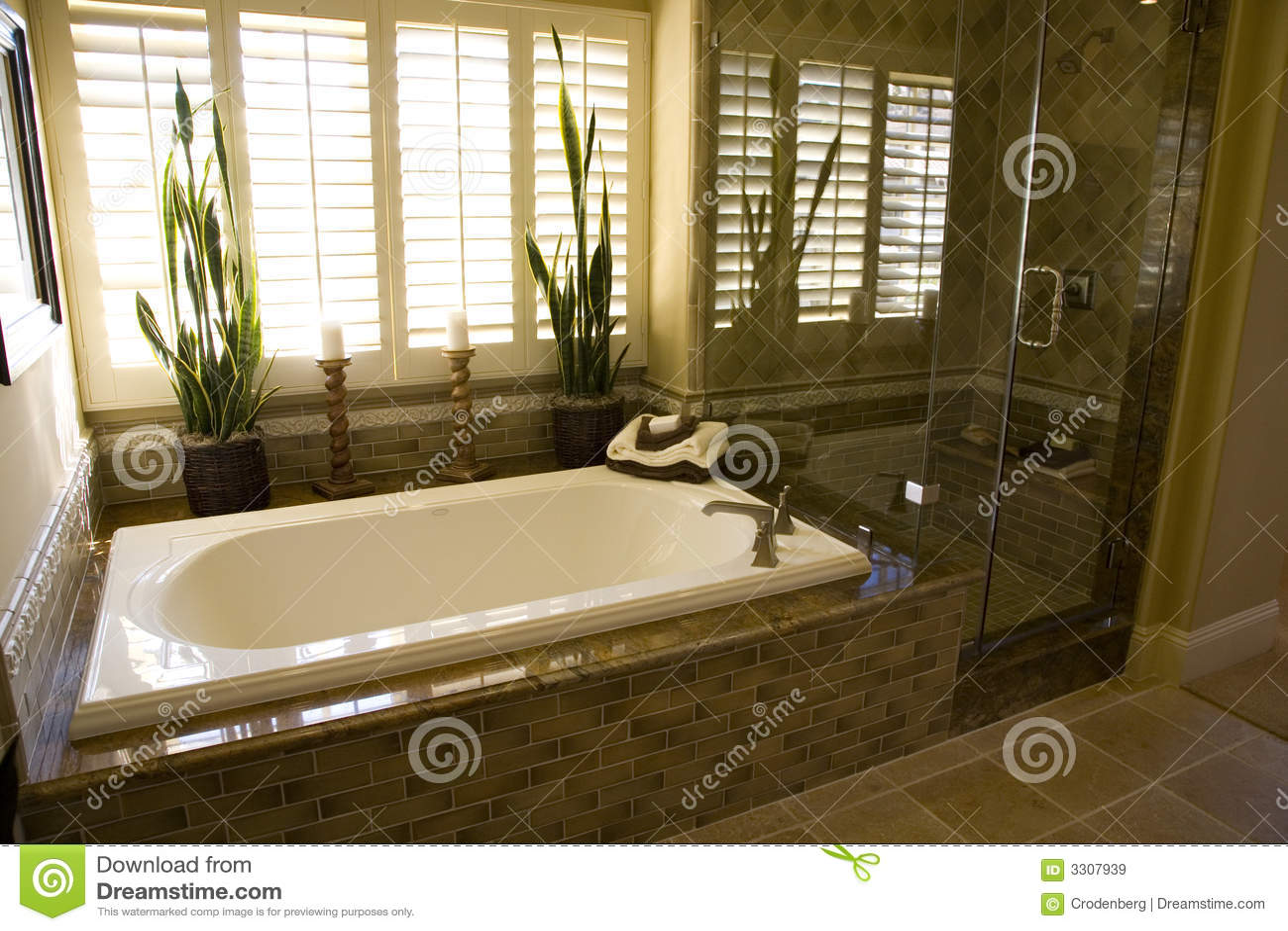 Cuba Do Banheiro E Chuveiro 1951 Imagens de Stock Royalty Free  #82A229 1300x957 Banheiro Com Banheira E Chuveiro