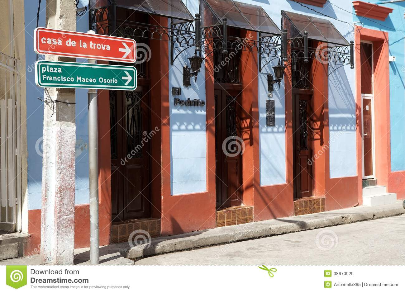 Cuba editorial stock image image 38670929 for Local house music
