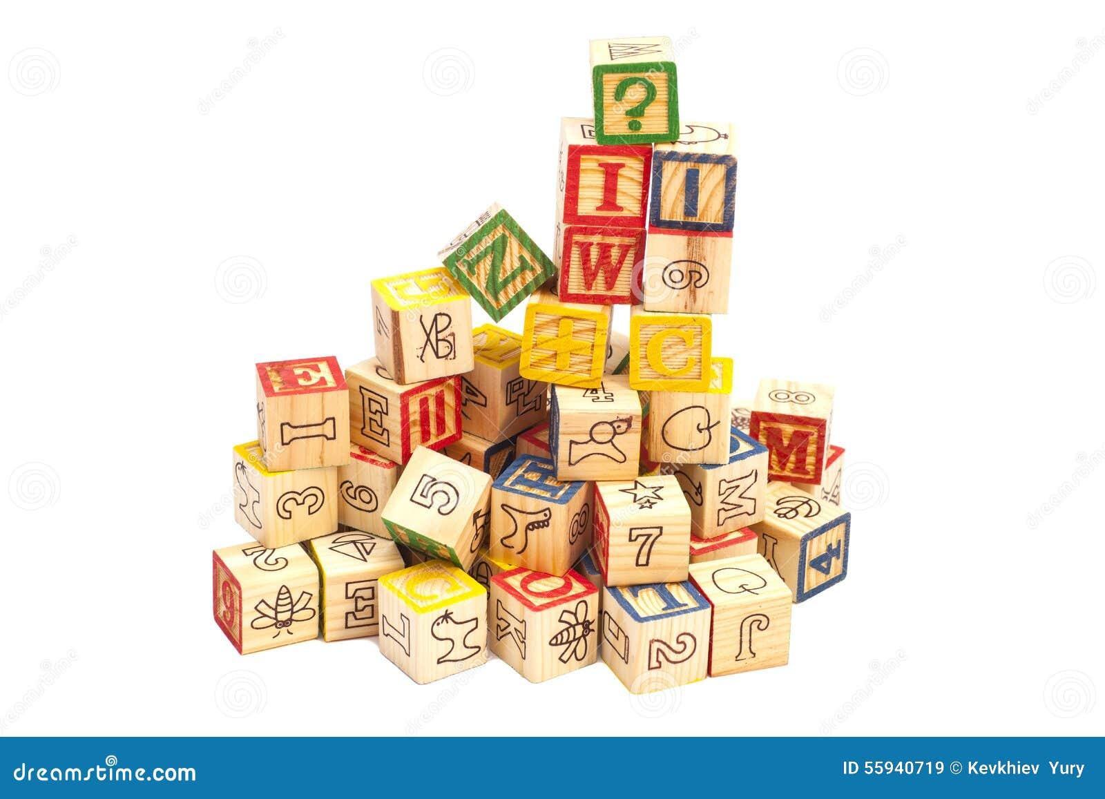 cubes en bois en jouet avec des lettres blocs en bois d 39 alphabet image stock image du path. Black Bedroom Furniture Sets. Home Design Ideas