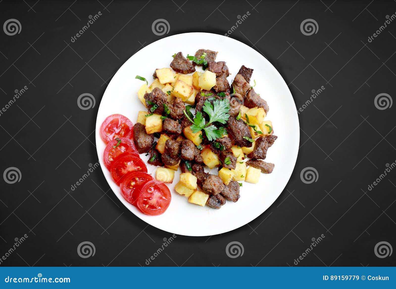 Cubes en foie avec des pommes de terre
