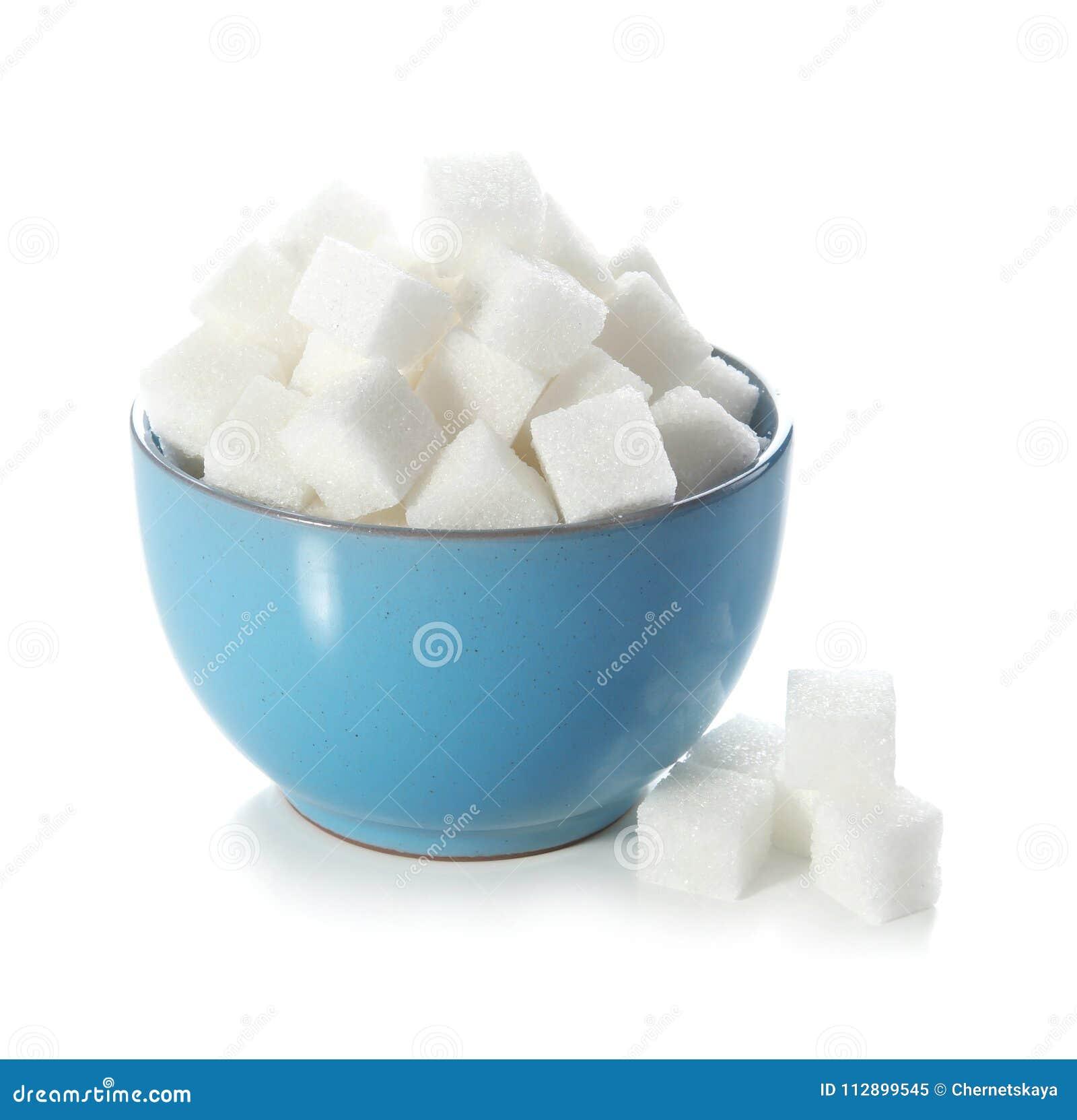 Cubes en sucre raffiné dans la cuvette
