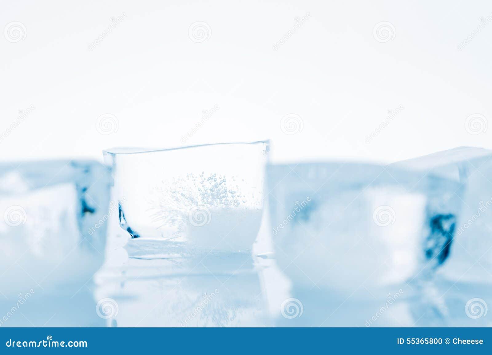 Cubi di ghiaccio di fusione