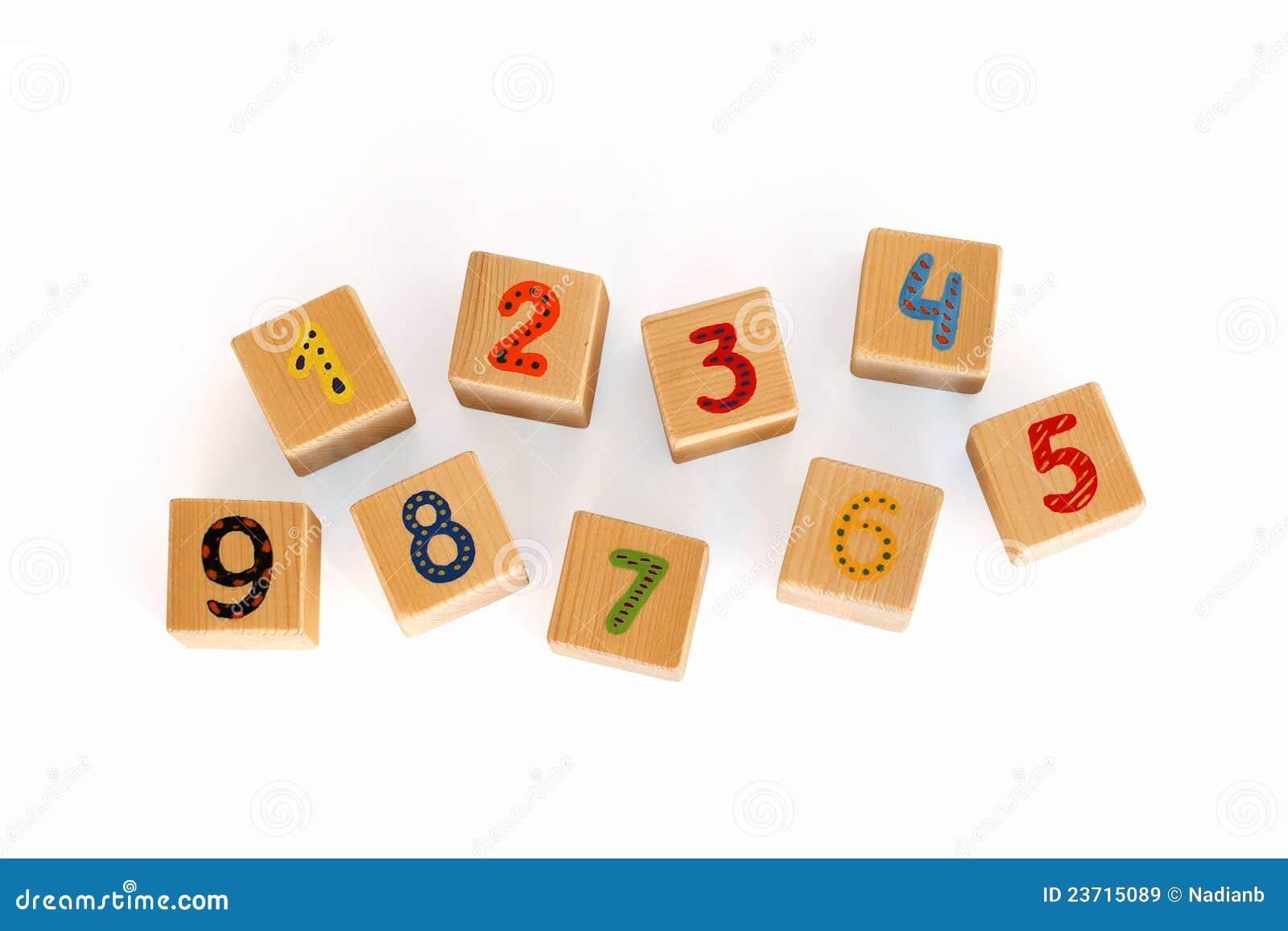 Cubi di legno con i numeri per i bambini immagine stock - Colore per numeri per i bambini ...