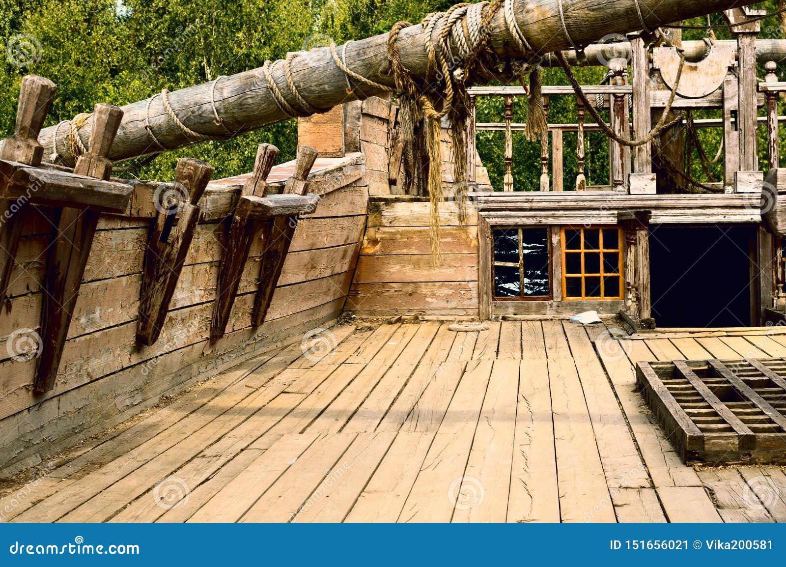 Cubierta de la nave de madera vieja