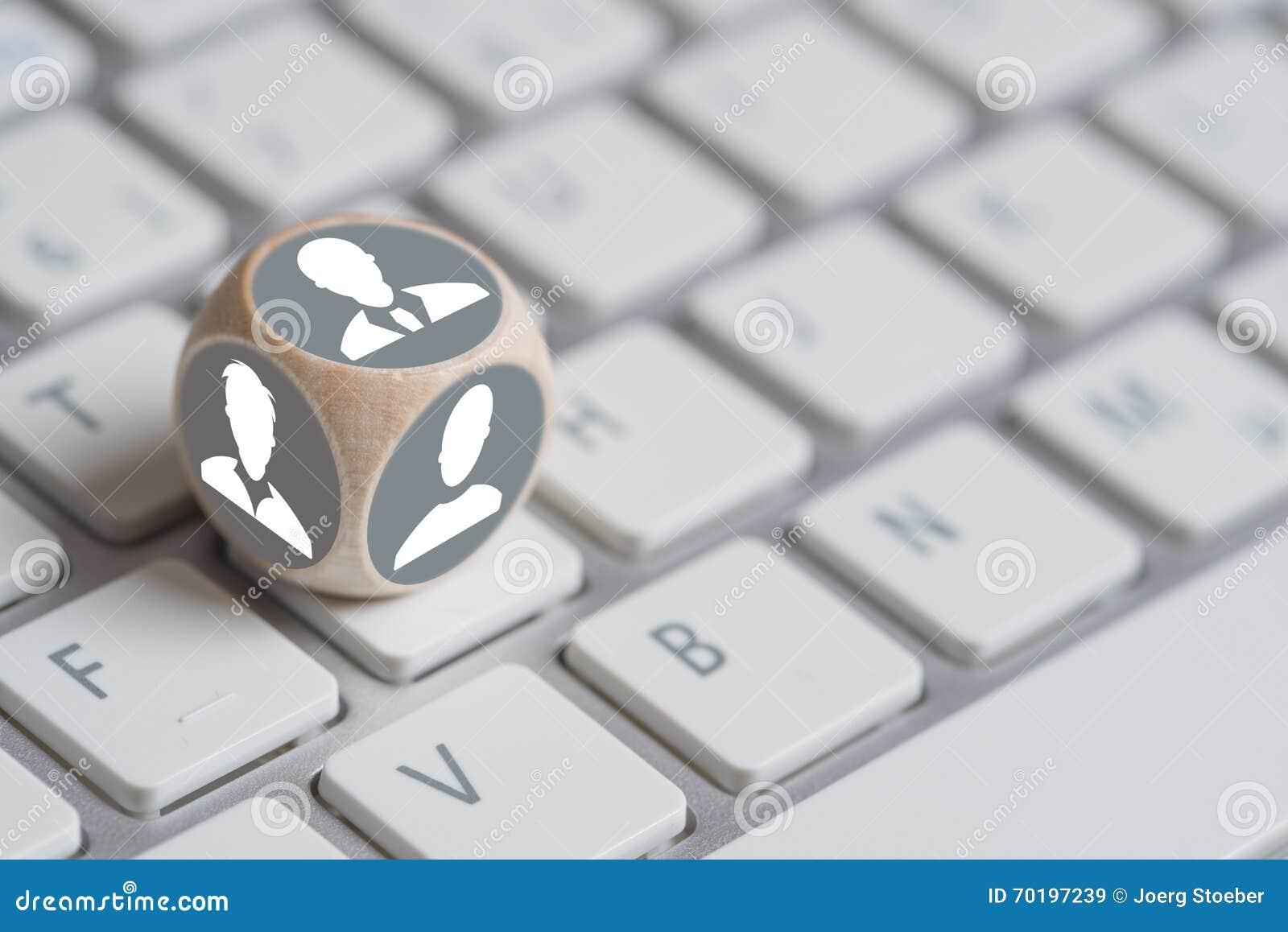 Cubo Con Símbolos De La Gente En Un Teclado Imagen de