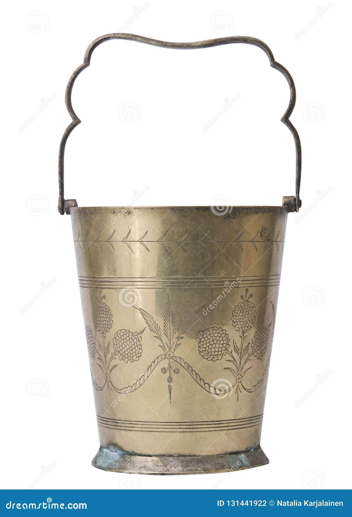 Cubo de cobre del champán aislado en el fondo blanco