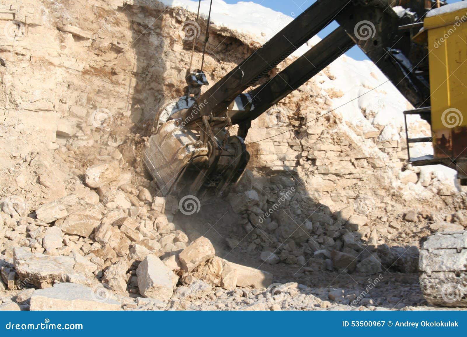 Cubo de excavador de la explotación minera