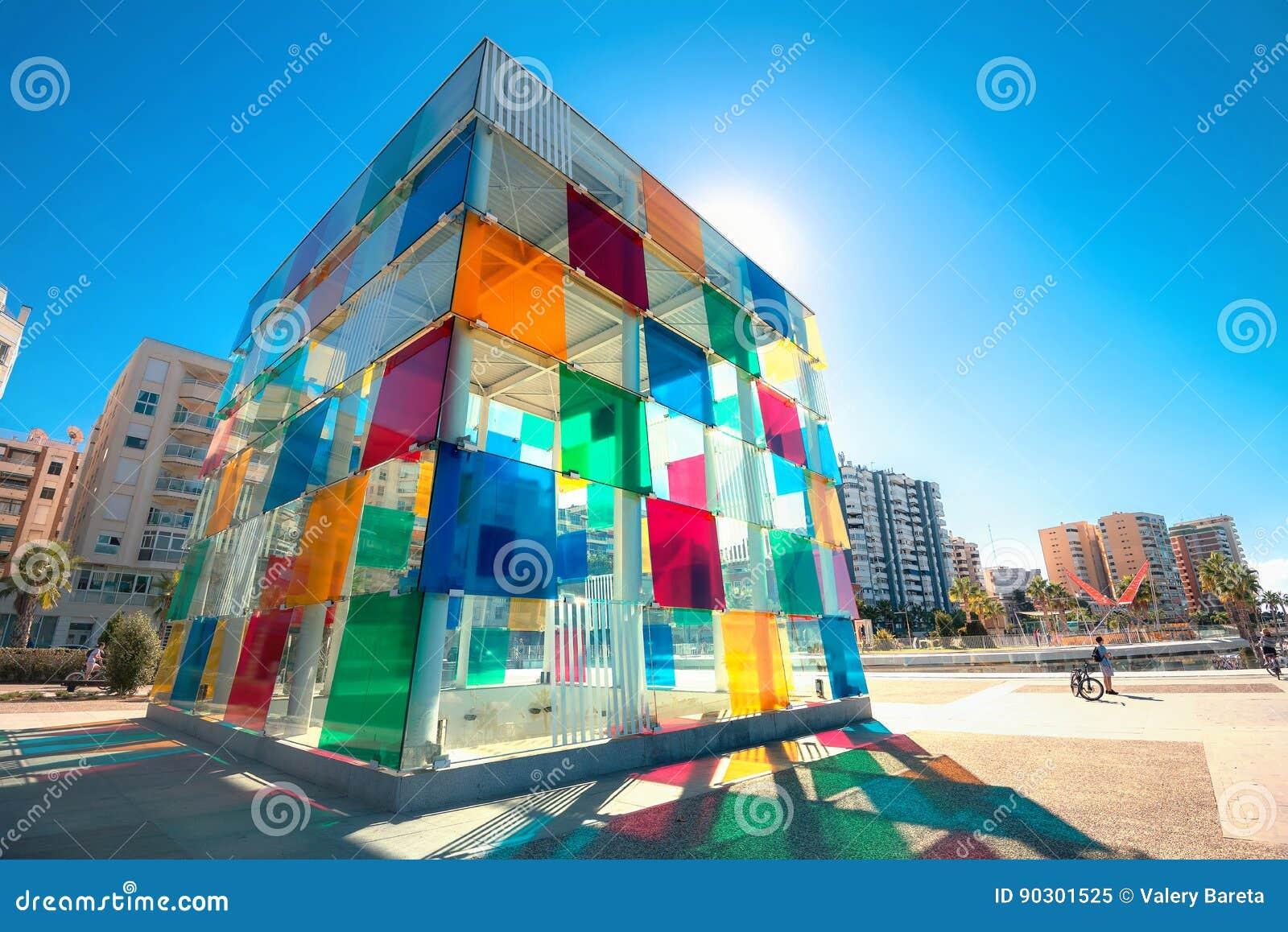 Cubo multicolor del centro contemporáneo de Pompidou del museo en Mala