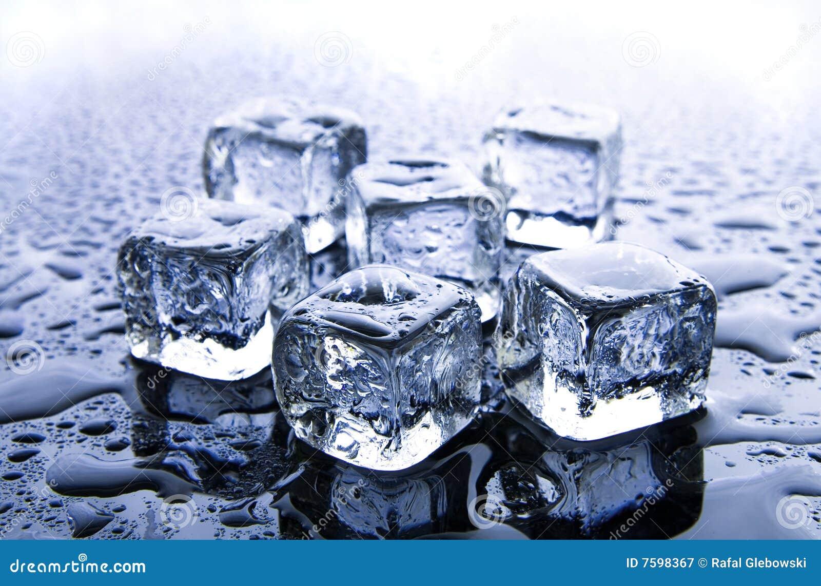 Cubos de gelo de derretimento