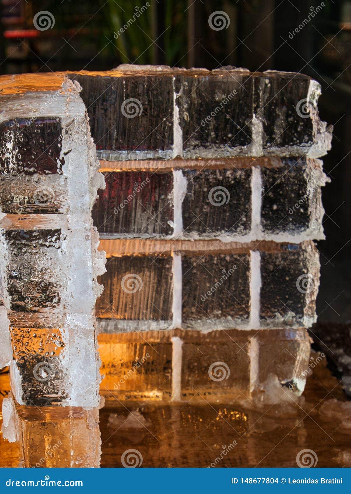 Cubos de gelo gigantes para bebidas