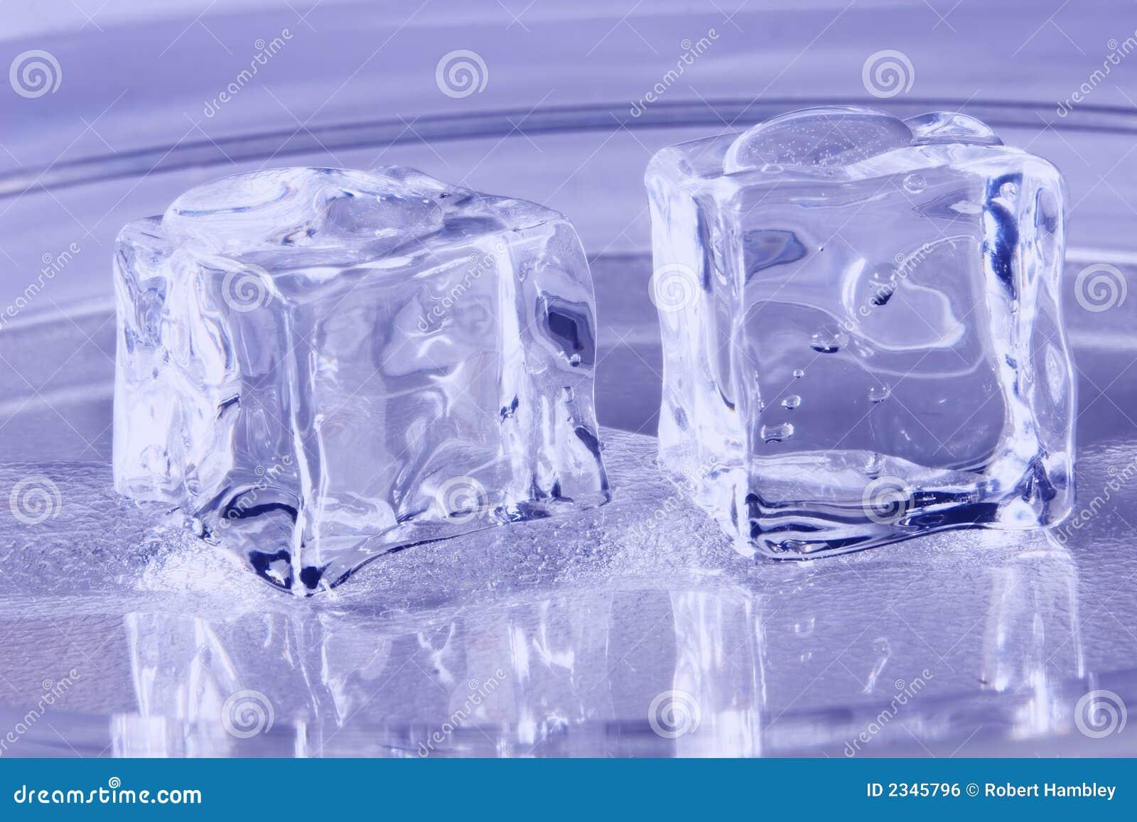 Cubos de hielo azules