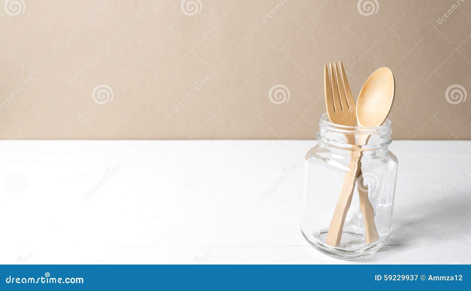 Download Cuchara Y Bifurcación De Madera Con El Vidrio Imagen de archivo - Imagen de cuchillo, cooking: 59229937