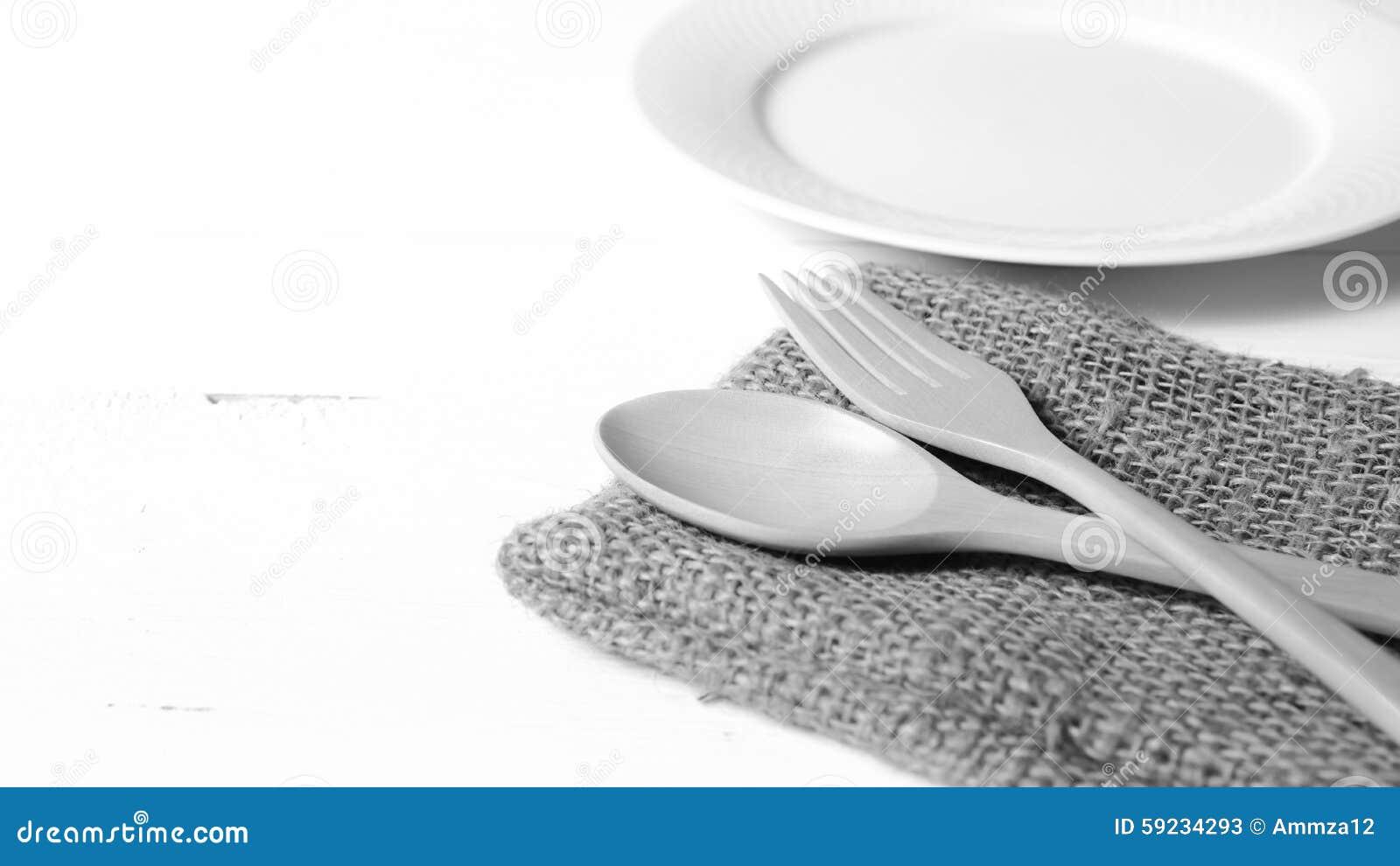 Download Cuchara Y Bifurcación De Madera Con Estilo Blanco Y Negro Del Color De Tono Del Plato Imagen de archivo - Imagen de eating, vacío: 59234293