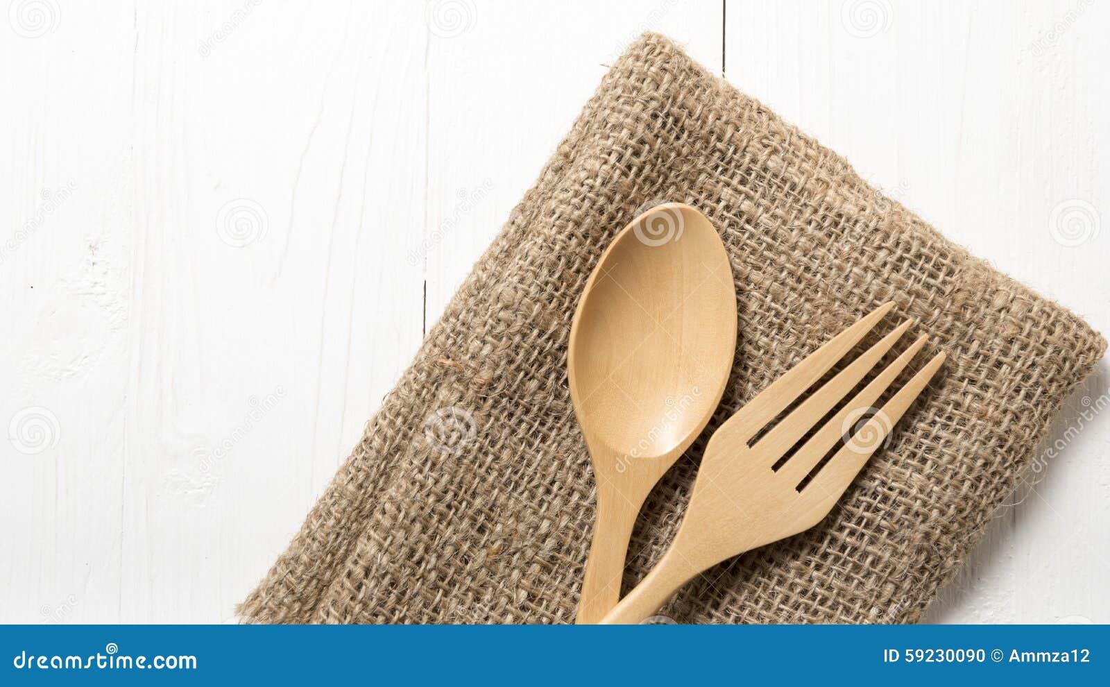 Download Cuchara Y Bifurcación De Madera En La Toalla De Cocina Foto de archivo - Imagen de cocina, toalla: 59230090